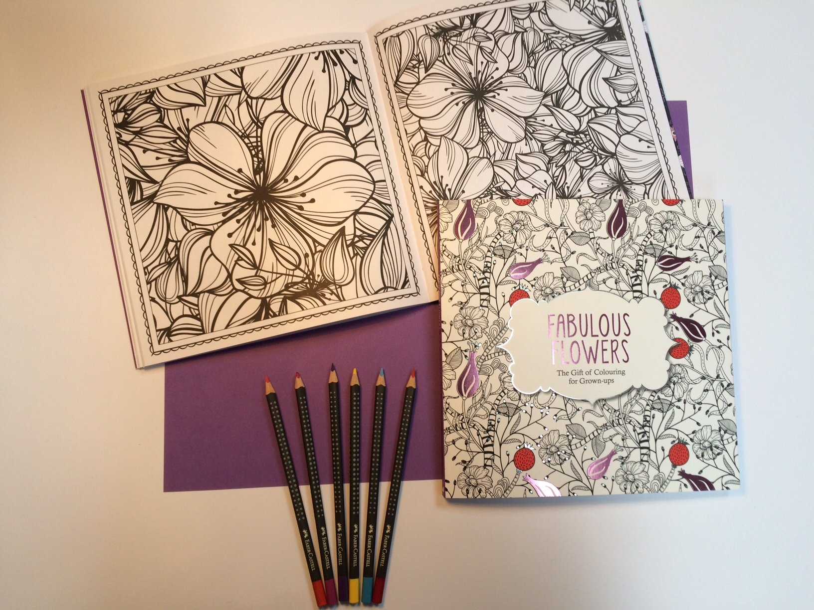 Fabulous Flowers The Gift Of Colouring For Grown Ups Various Authors 9781782433422 Amazon Books