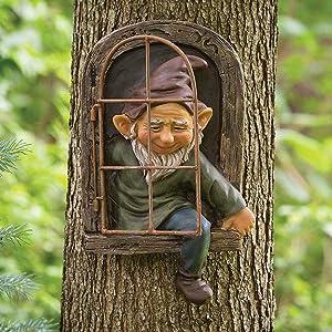 Garden Gnome Statue Elf Out The Door Tree Hugger,Naughty 3D Window Peeker Yard Art Garden Sculptures and Statues,Funny Tree Figurines for Indoor Outdoor-Man 14.5x15x8cm(5.7x6x3inch)