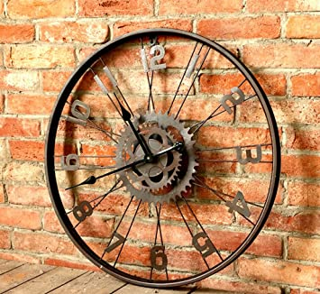 Un reloj de pared rueda de bicicleta estilo retro creativa ...