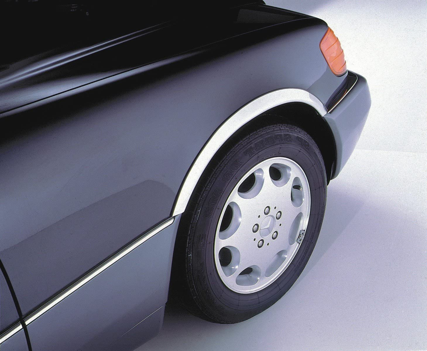 URO Parts MB065 Fender Trim Fits Sedan /& Coupe W126 Chassis
