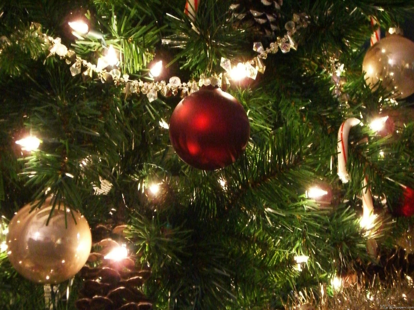 Christmas Ornaments - Shatterproof Christmas Balls, 4 Colors and 4 Finishes, Set of 32