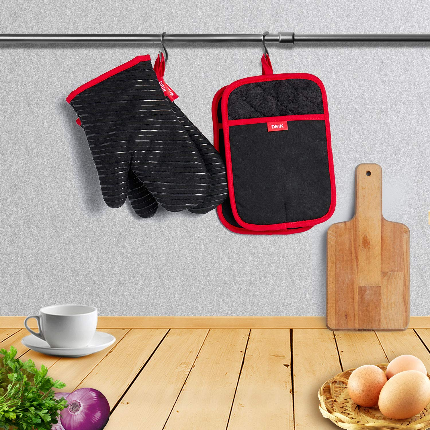 Oven Mitts and Potholders  DEIK 4-Piece Sets for Kitchen Counter Safe Mats and Advanced Heat Resistant Oven Mitt, Non-Slip Textured Grip Pot Holders, Nano- technology by d (Image #6)