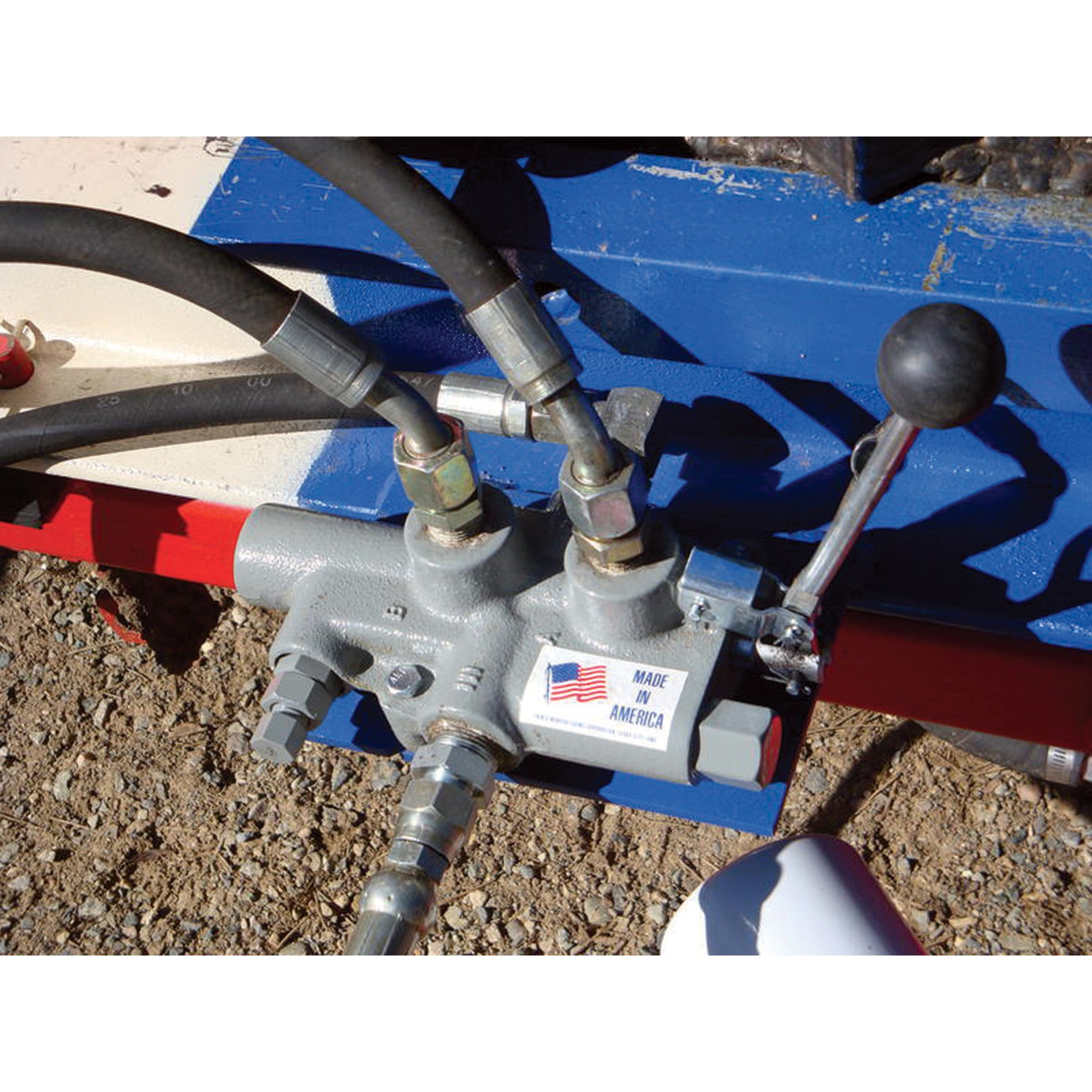 Prince LS-3000-2 Directional Control Valve, Logsplitter, 4 Ways, 3 Positions, Spring Center to Neutral, Cast Iron, 2750 psi, Lever Handle, 25 gpm, In/Out: 3/4'' NPTF, Work: 3/4'' NPTF