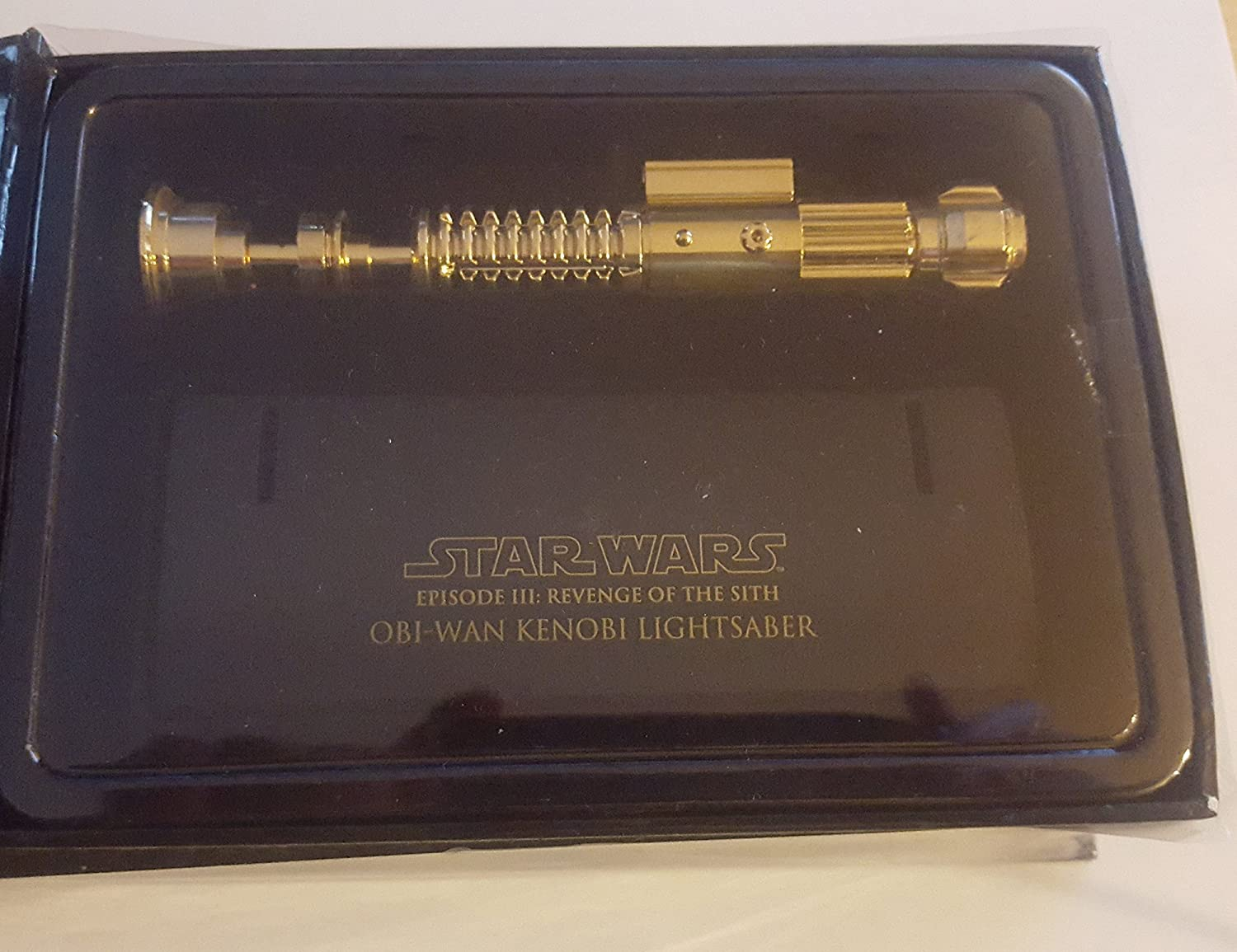 Amazon Com Master Replicas Obi Wan Kenobi Lightsaber Ep Iii Gold Chase Mini Toys Games