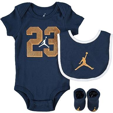 4adc194e4 Nike AIR Jordan Baby 3-Piece Gift Set, Dark Blue/Gold, 0-6 Months:  Amazon.co.uk: Clothing