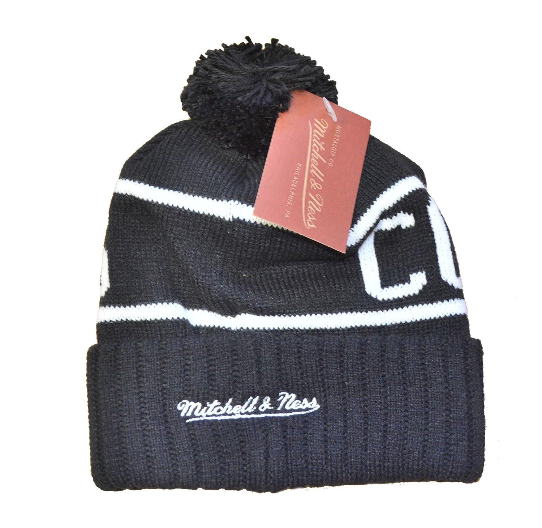 b2649a9d8cc Amazon.com   Mitchell   Ness Chicago Blackhawks Reflective Patch High 5  Knit Hat   Sports   Outdoors