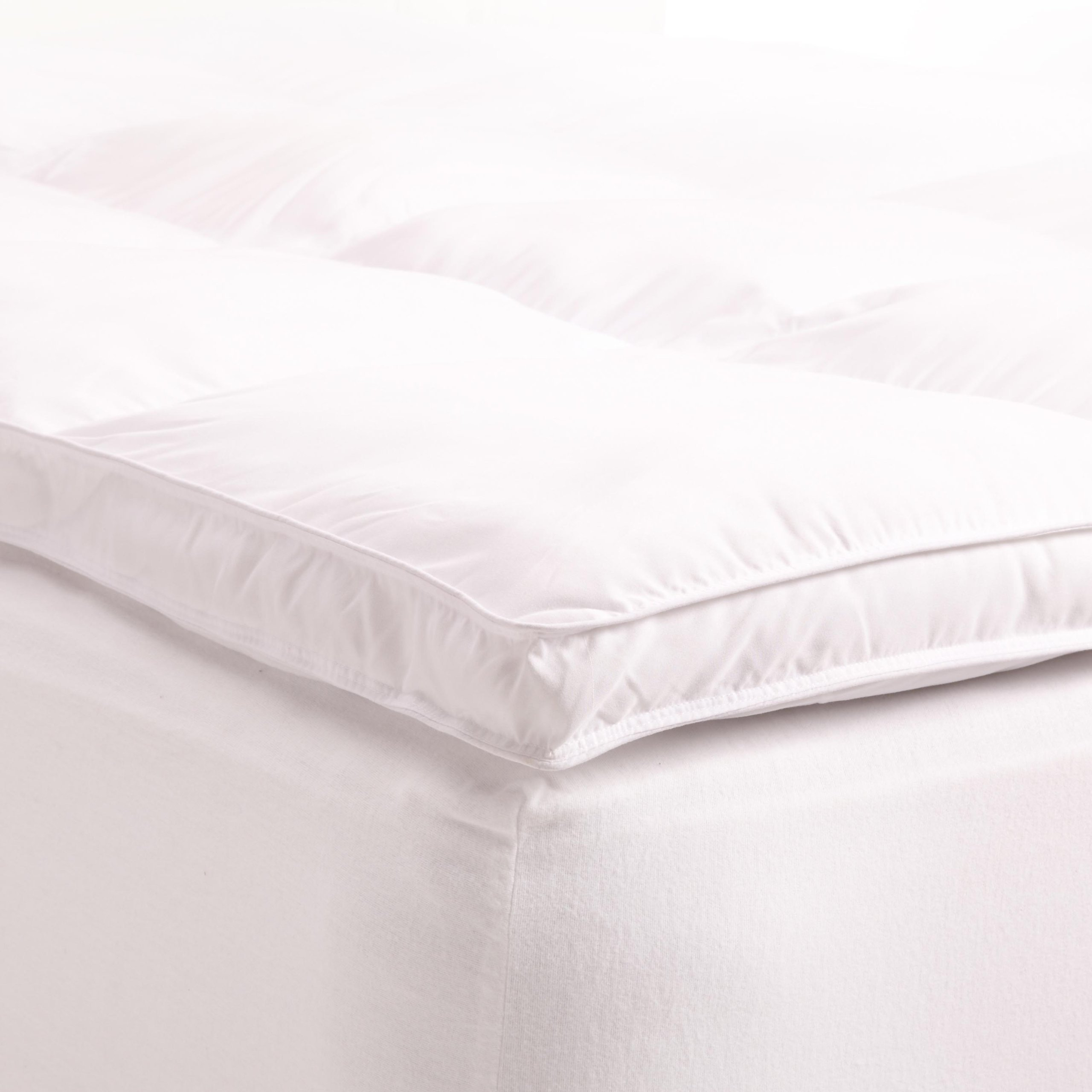 Superior Queen Mattress Topper, Hypoallergenic White Down Alternative Featherbed Mattress Pad - Plush, Overfilled, and 2'' Thick