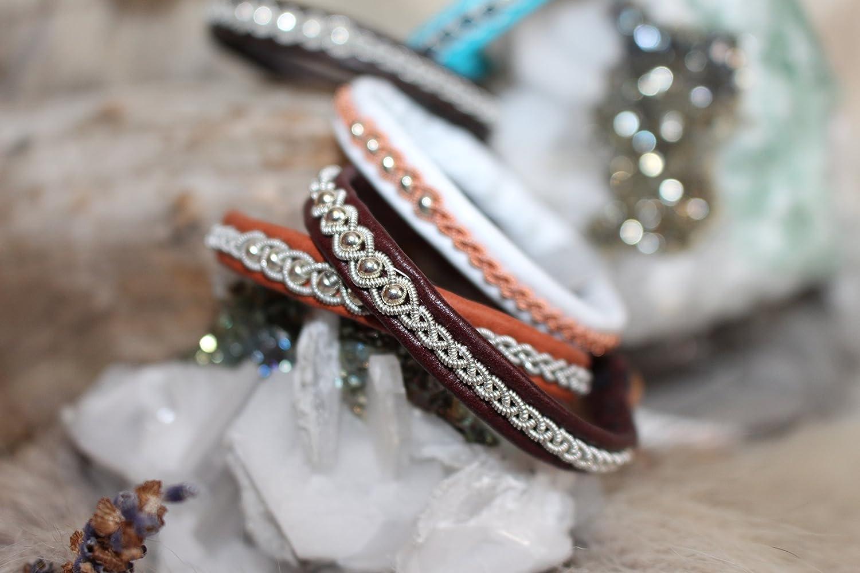 - Beaded Dori Sing - Sami Bracelet, Pewter Thread, Pewter Bracelet, Lapland, Reindeer Leather, Tenntrådsarmband Tenntrådsarmband