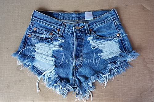 distressed levi jean shorts