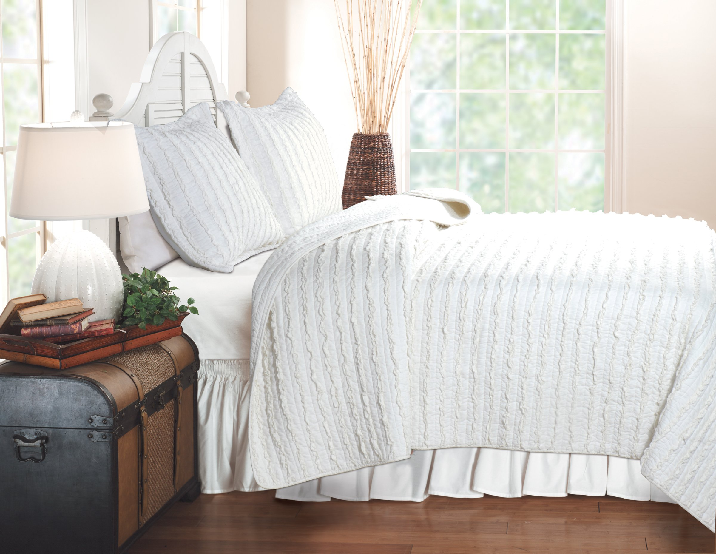 Greenland Home Ruffled White Quilt Set, Full/Queen
