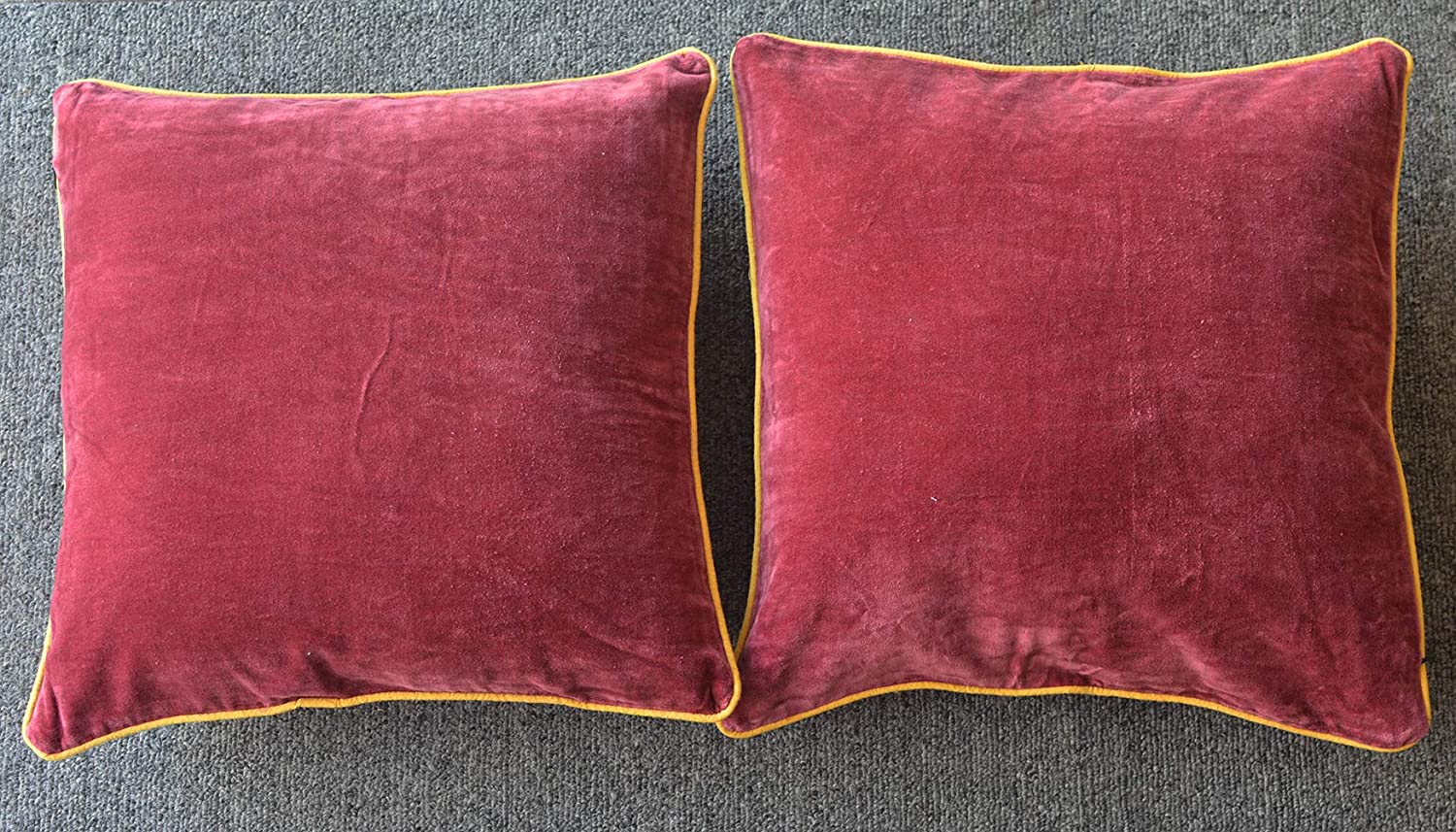 LA LUCIDO Set of 2 Matt-Effect Luxurious Velvet Throw Pillow Covers Decorative Square Cushion Covers Set Sofa Bedroom Piping Maroon
