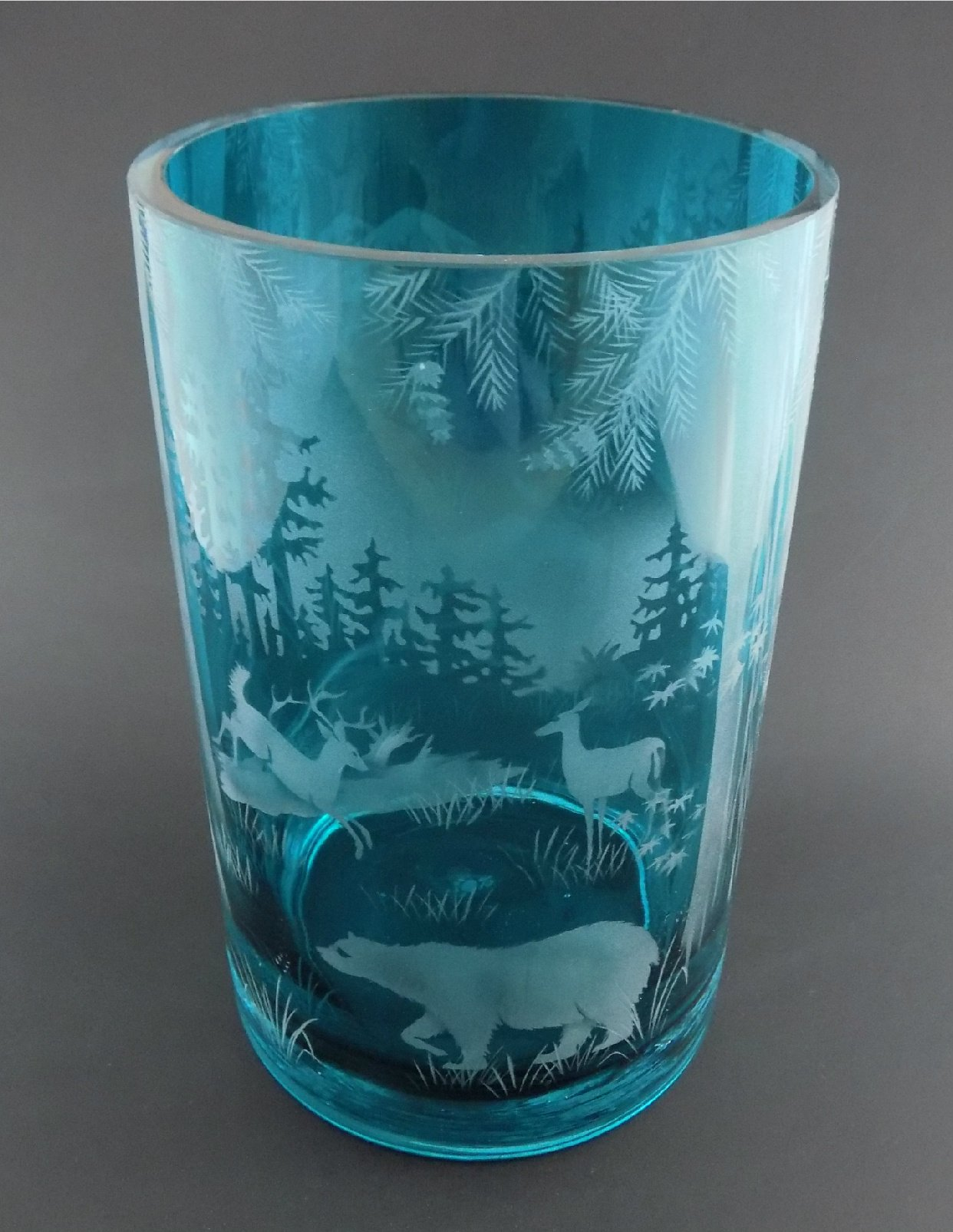 IncisoArt Hand Etched Glass Vase Permanently Sandblasted (Sand Carved) Handmade Engraved Tabletop Centerpiece (Round 8 Inch x 5 Inch, Teal Forest Mountain Wildlife Animal Combo)