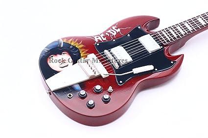 Amazon.com: rgm201 AC/DC Angus Young caricatura Guitarra en ...