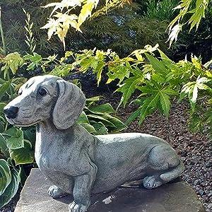Lucakuins Dachshund Statue Garden Decor Memorial Dog Figurines Puppy Lying Down Statues, Garden Ornaments, Yard Statue for Home Garden Outdoor Desktop Resin Decor Yard Decoration, Garden Ornaments