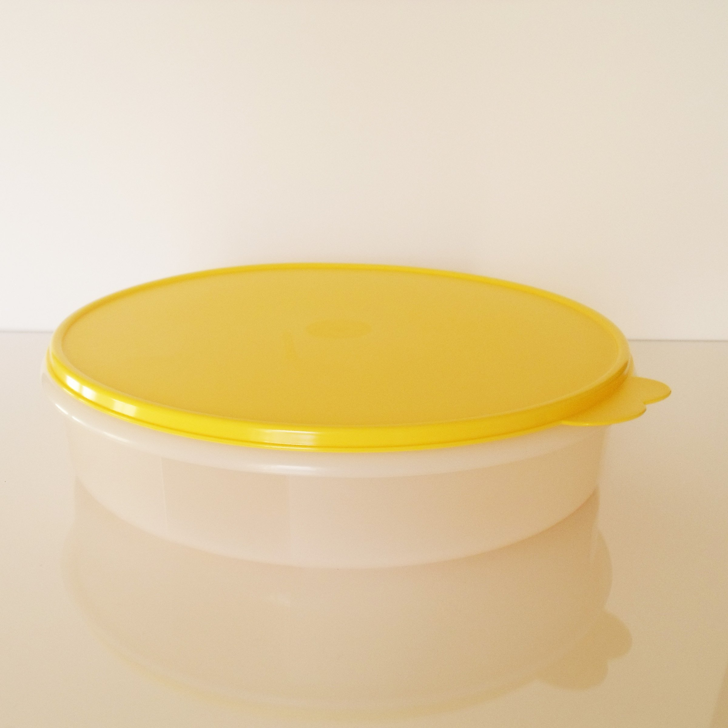 Tupperware 12'' Round Pie Keeper. White with Yellow Seal by Tupperware (Image #2)