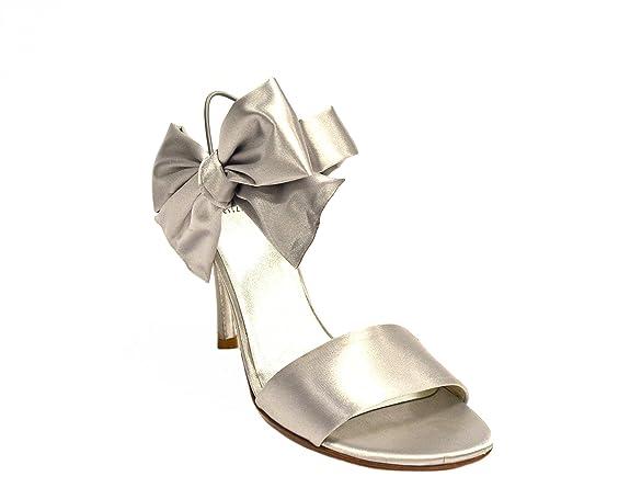 f22e3ead9c7516 Amazon.com  STUART WEITZMAN Moonglo Womens BIGBOW Satin Bridal Sandal Silver  230467E (7)  Shoes