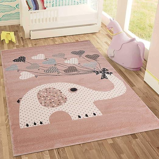 kinderzimmer teppich und lampe