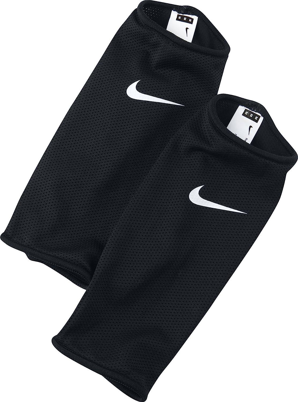 Nike Guard Lock Sleeve [Black] : Sports & Outdoors