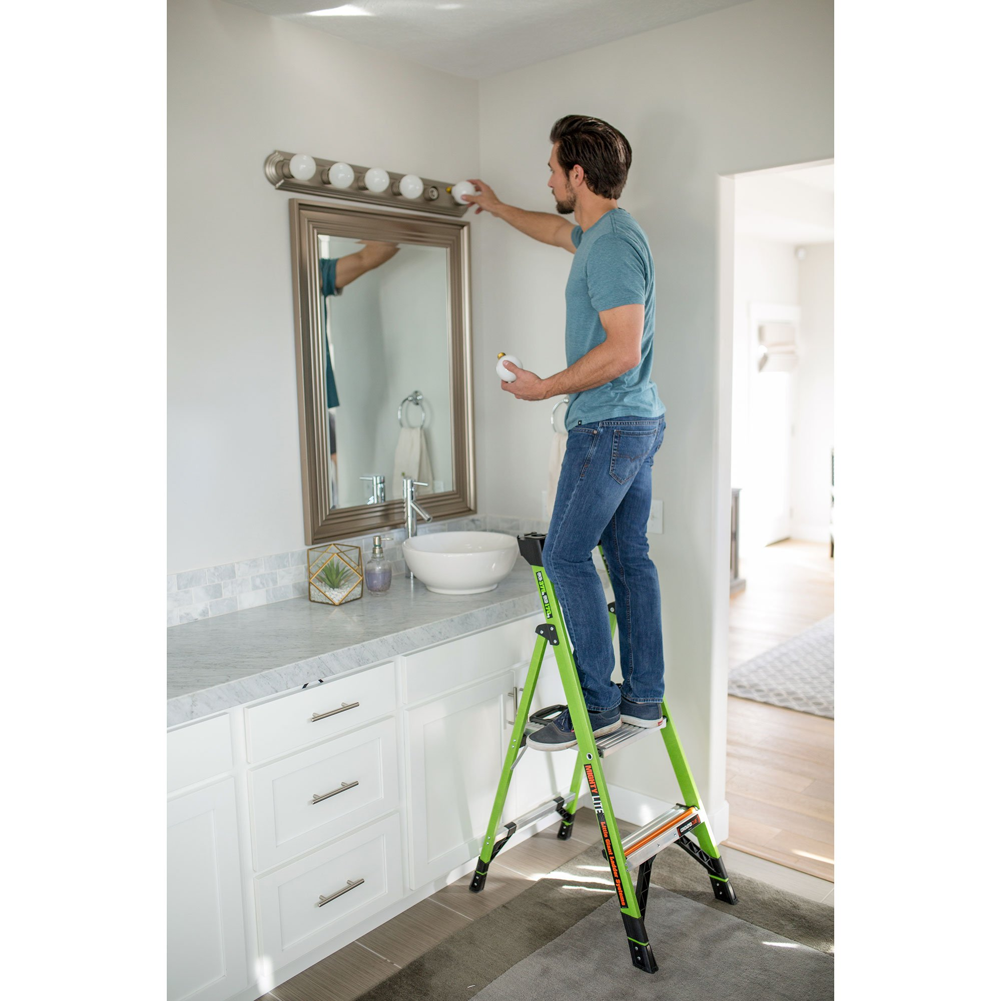 Little Giant Ladder Systems 15364-001 Mightylite 4 4, 4' IA 4 Step Ladder by Little Giant Ladder Systems (Image #2)