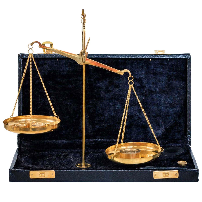 Balance tré buchet é tui laiton avec des poids style antique aubaho