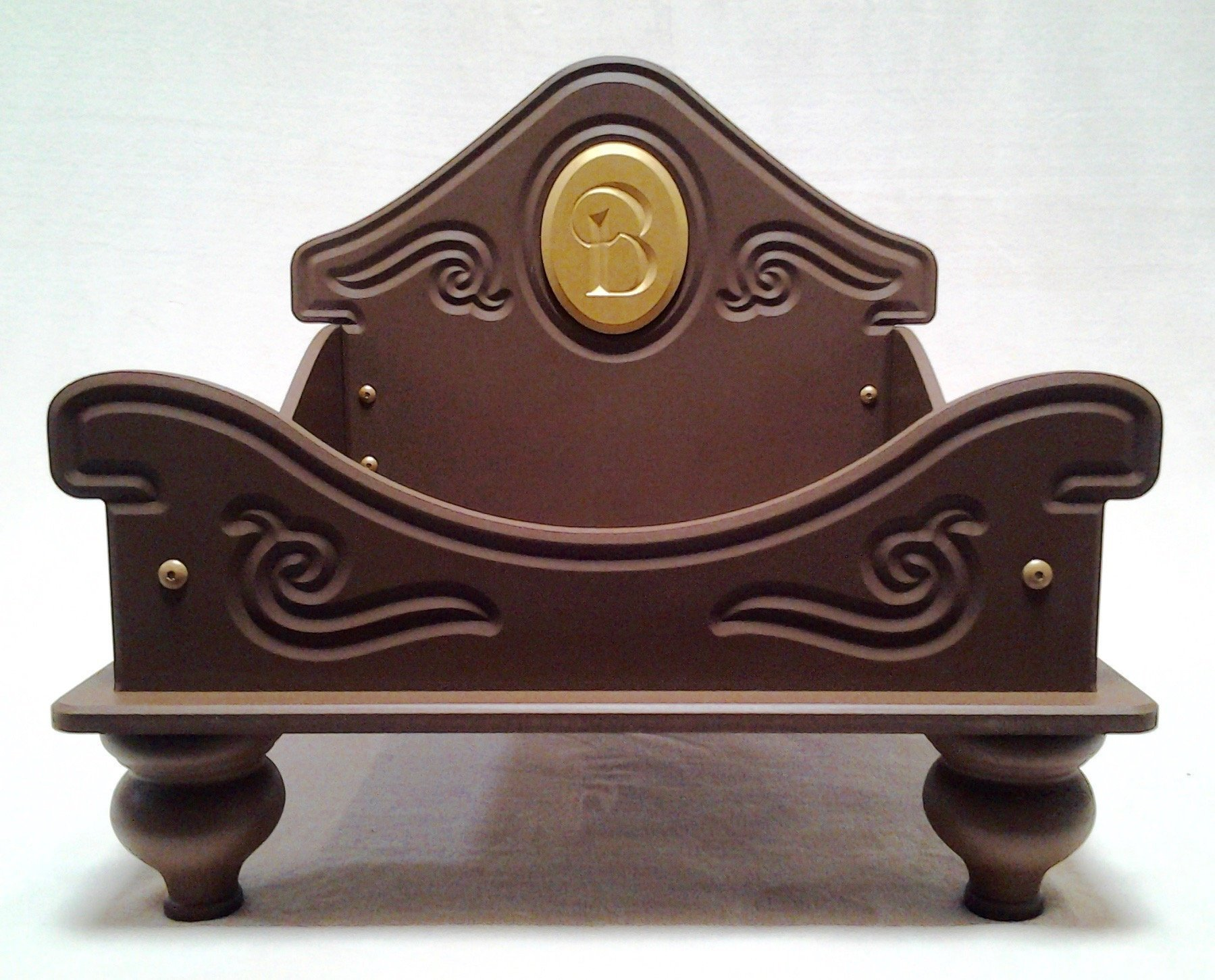Personalized Cameo-Style Pet Daybed (Brown)