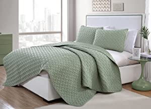 VCNY Home Nina Bedding Collection Luxury Premium Ultra Soft Quilt Coverlet, Comfortable 3 Piece Set, Modern Geometric Design For Home Hotel Decor, King, Green
