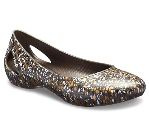 aa8f08ab8dbd07 crocs Laura Graphic Brown Women Flat  Amazon.in  Shoes   Handbags