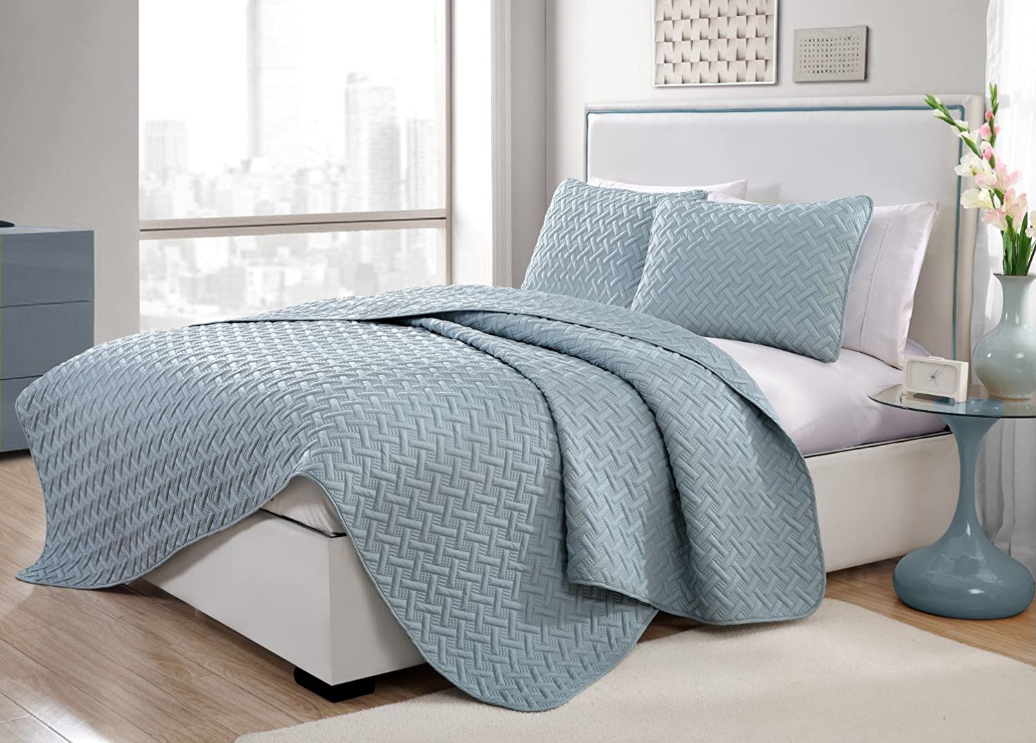 Twin Size Quilt Set in Blue Luxurious Geometric Pattern Beautiful Embossed 2 Pc Set w/ Sham