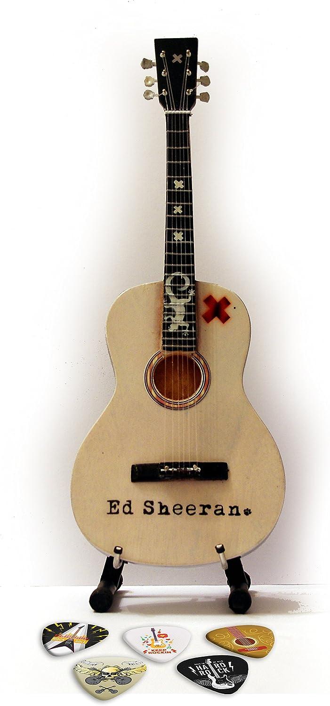 Ed Sheeran Acoustic miniatura Replica Guitar & Plectro: Amazon.es ...