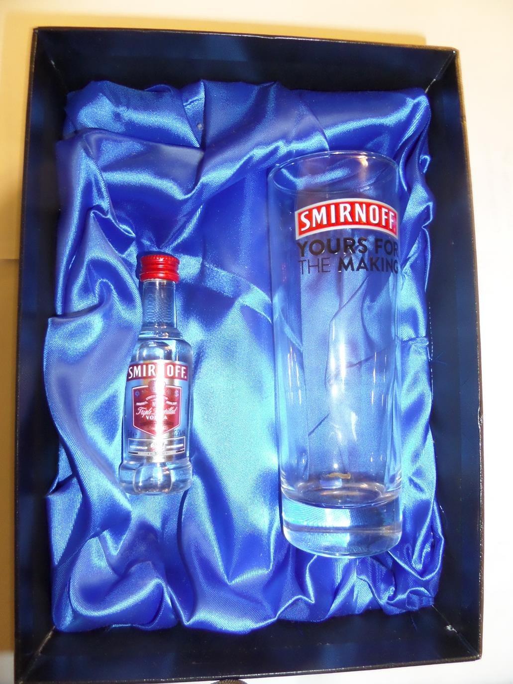 Juego de Vodka Smirnoff personalizada con 10 oz Smirnoff juego de vasos altos cristal y miniatura de botella de Vodka Smirnoff incluye grabado hasta 30 ...