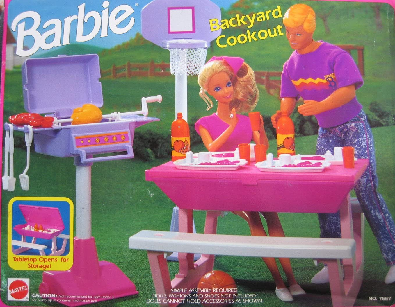 B002LNGFGM Barbie BACKYARD COOKOUT Playset - Back Yard Cook Out w Picnic Table, Basketball Set, Barbecue & MORE! (1992 Arcotoys, Mattel) 81JDhL88LnL.SL1358_