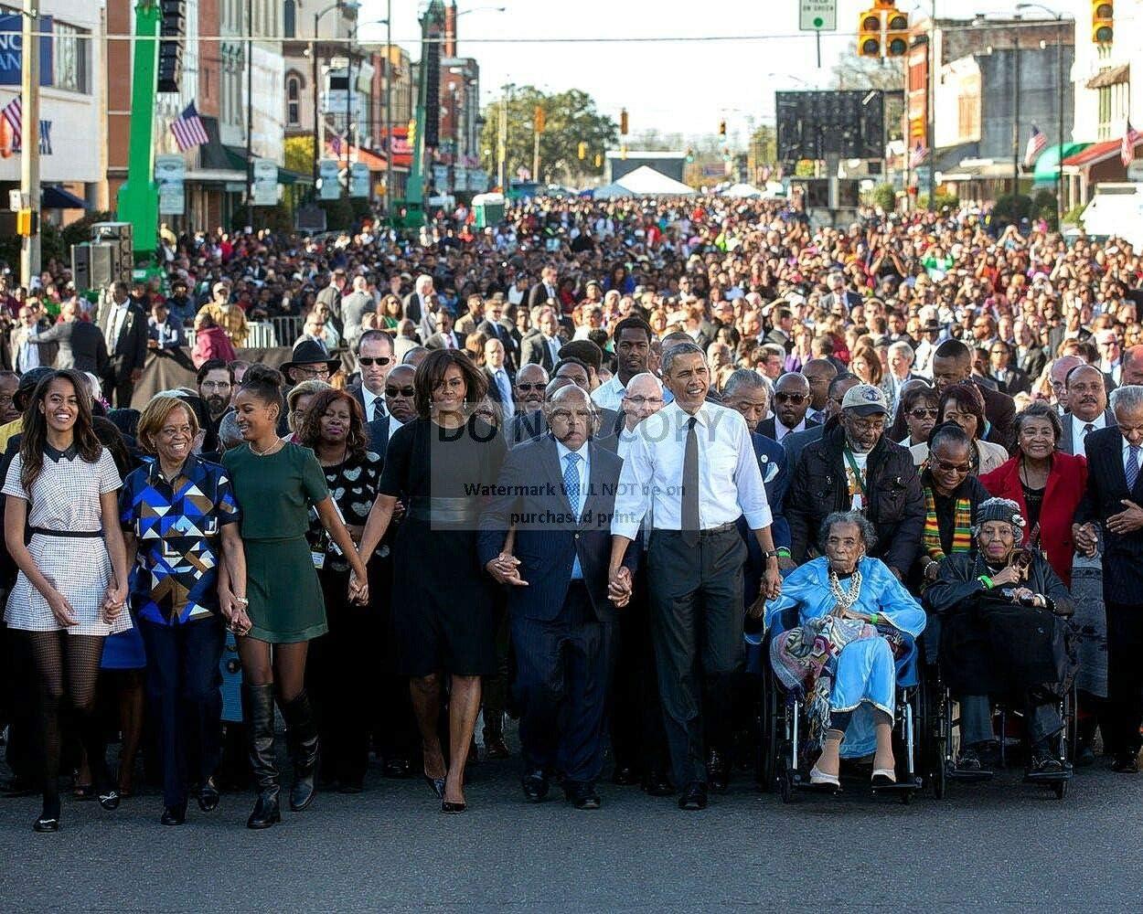 8X10 Photo bucraft Barack Obama /& John Lewis Walk Across Edmund Pettus Bridge ZZ-995