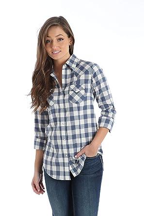 3797fc66c9 Wrangler Women s Long Sleeve Western Snap Shirt at Amazon Women s ...