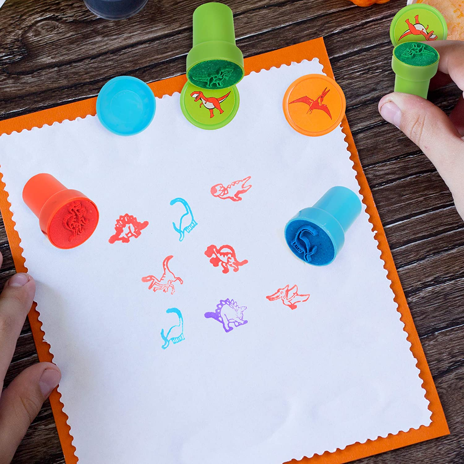 Ideal for Craft Activities /& Artwork Brightly Coloured 6 Assorted Dinosaur Designs THE TWIDDLERS 32 Circular Dinosaur Stamps