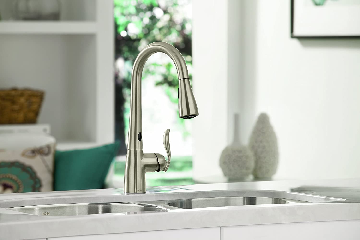 Choosing the right kitchen sink faucet