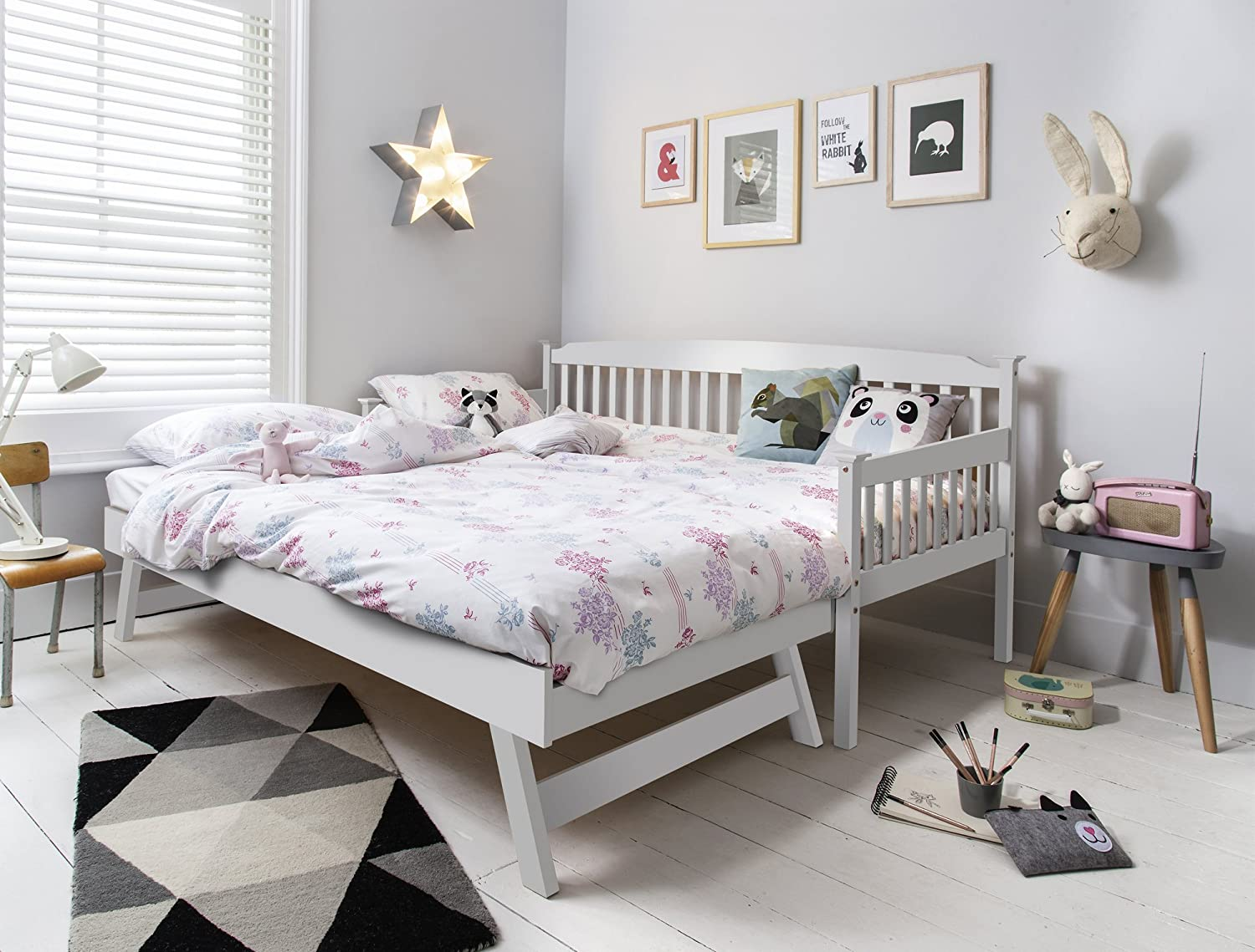 Isabella Day Bed In White With Pull Out Trundle Single Noa Nani Amazoncouk Kitchen Home
