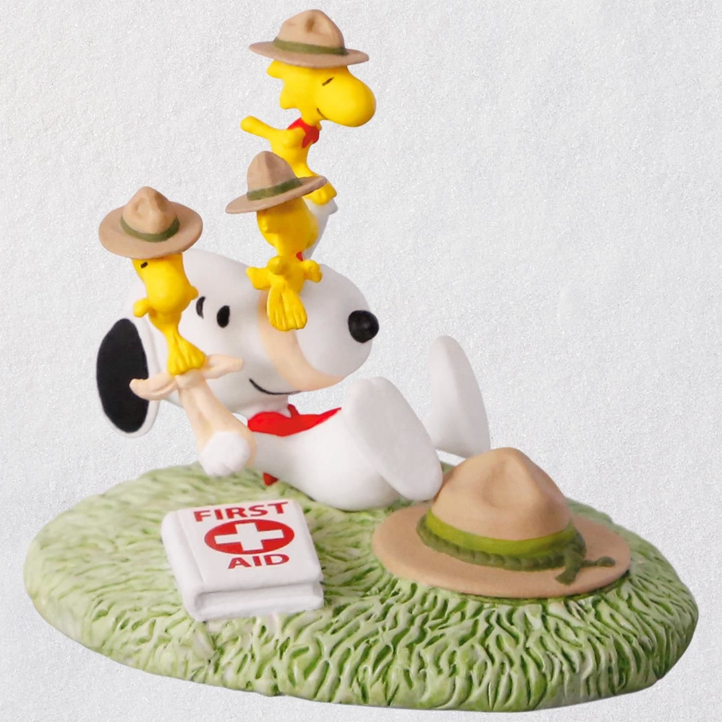 Hallmark Keepsake Christmas Ornament 2018 Year Dated, The Peanuts Gang First Aid Lessons