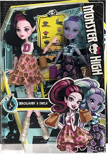 Amazon Com Mh Monster High School Spirit 2 Pack Draculaura And Twyla Doll Toys Games