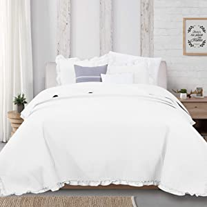 Great Bay Home 3-Piece Ruffle Skirt Quilt Set with Shams. Channel Stitch Full/Queen Quilt Set, All Season Bedspread Quilt Set, Azalea Collection (Full/Queen, White)