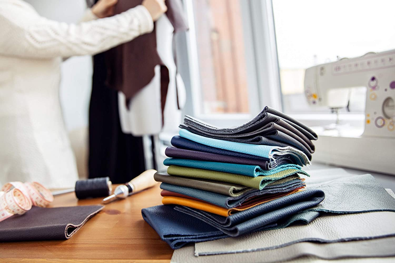 Cuir pour Couture Textiles Format A2 1Kg Artisanat Tri/é Chutes de Cuir Pi/èces de Tr/ès Grande Taille Haute Qualit/é Pi/èces de Cuir Rouge Couverture D/écoupes de Cuir Usinage