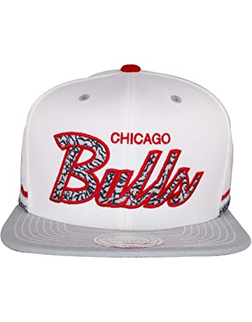 Mitchell   Ness Chicago Bulls NBA Snapback Cap … 7db02bf47391