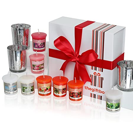 an exclusive scented candle gift set by the gift box containing 8