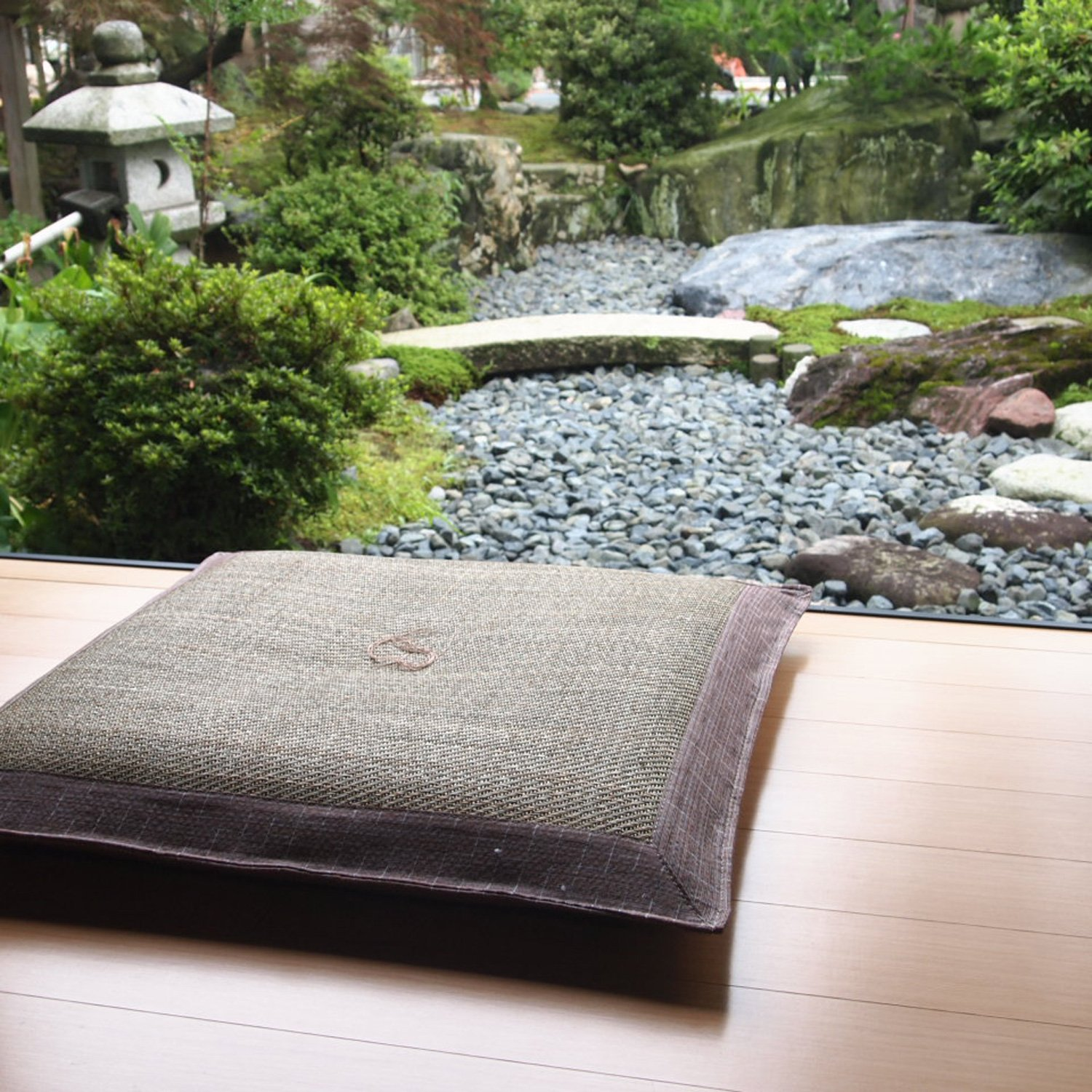Four Seasons Handmade Japanese Brocade Fabric Zabuton Meditation Cushion(Gras shopper) 26× 26 Inch by Four Seasons