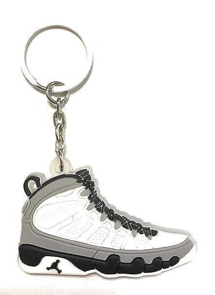 WeTheFounders Zapatos Sneaker Llavero AJ-9 Retro, Blanco ...