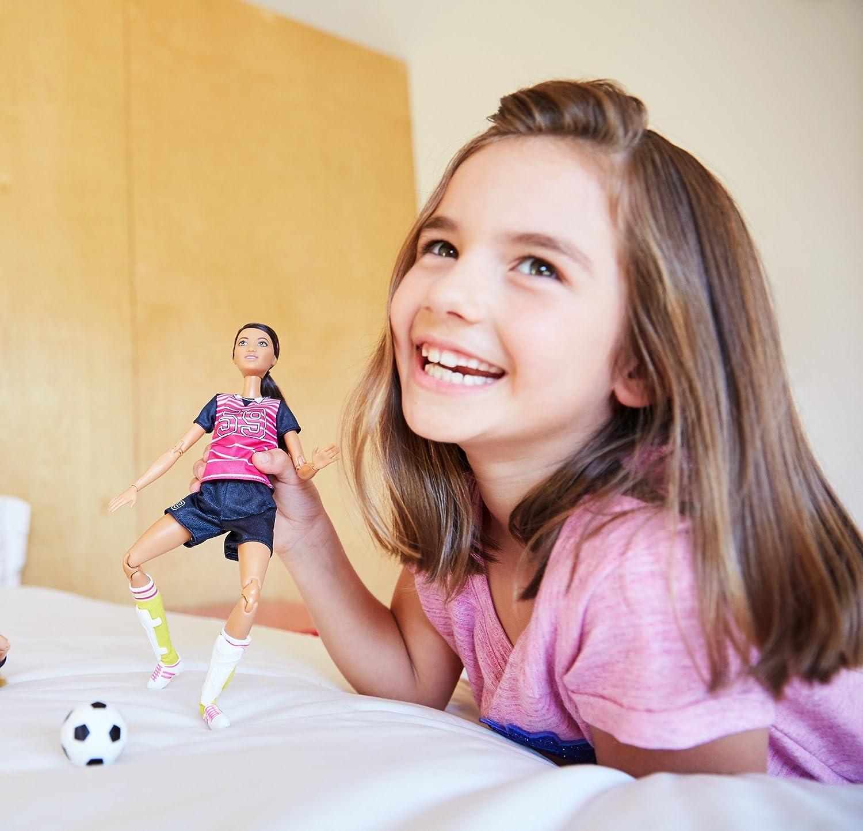 jouet pour enfant Barbie Made to Move poup/ée articul/ée joueuse de foot blonde en maillot chaussures /à crampons et avec ballon de football DVF69