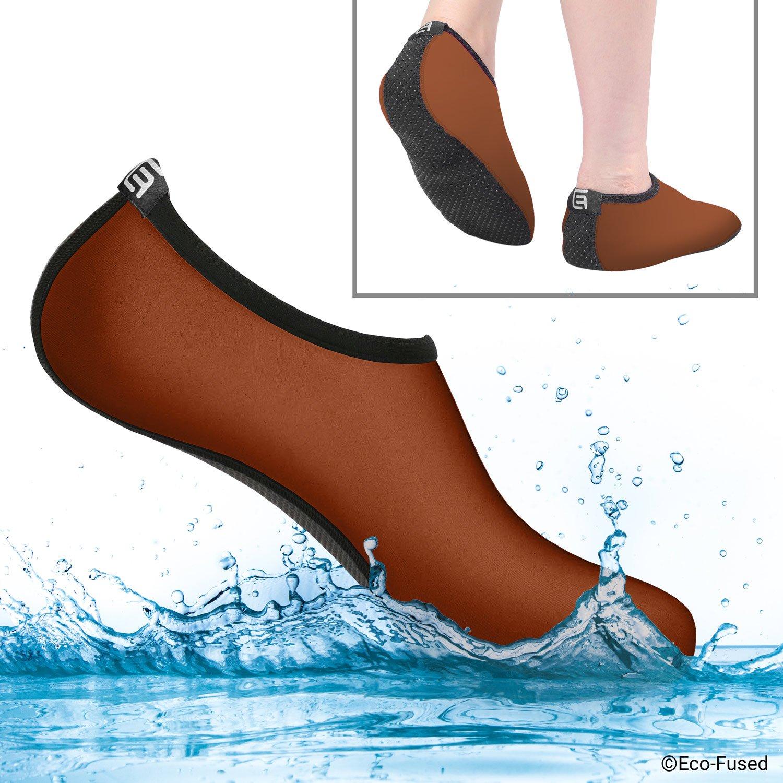 Calcetines de agua para mujeres – Extra Cómodos – Protege contra la arena, agua fría/caliente, UV, rocas/guijarros – Calzado fácil para nadar, voleibol de playa, snorkel, vela, surf, yoga, caminar, etc. Eco-Fused
