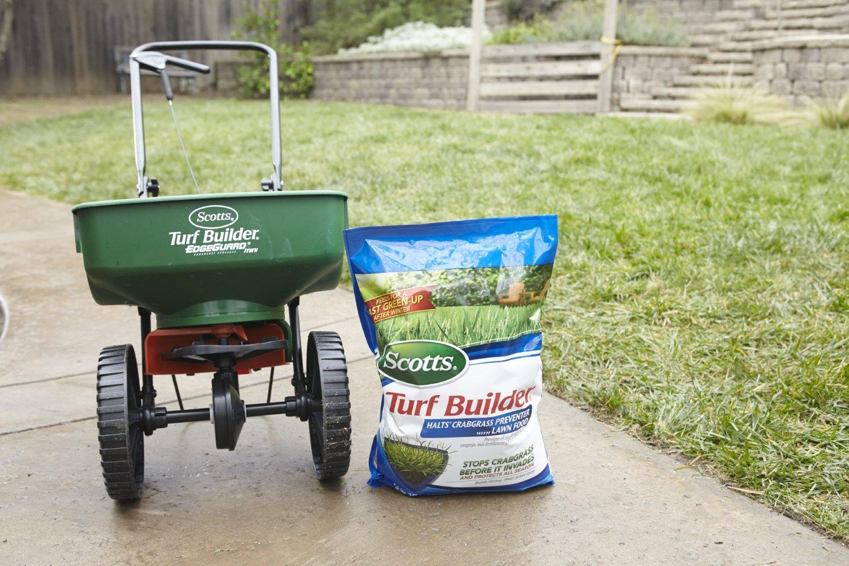 Scotts 31115, 000-Sq Ft Turf Builder Halts Crabgrass Preventer with Lawn Food, 15,000-S, M, B000OWC0KW