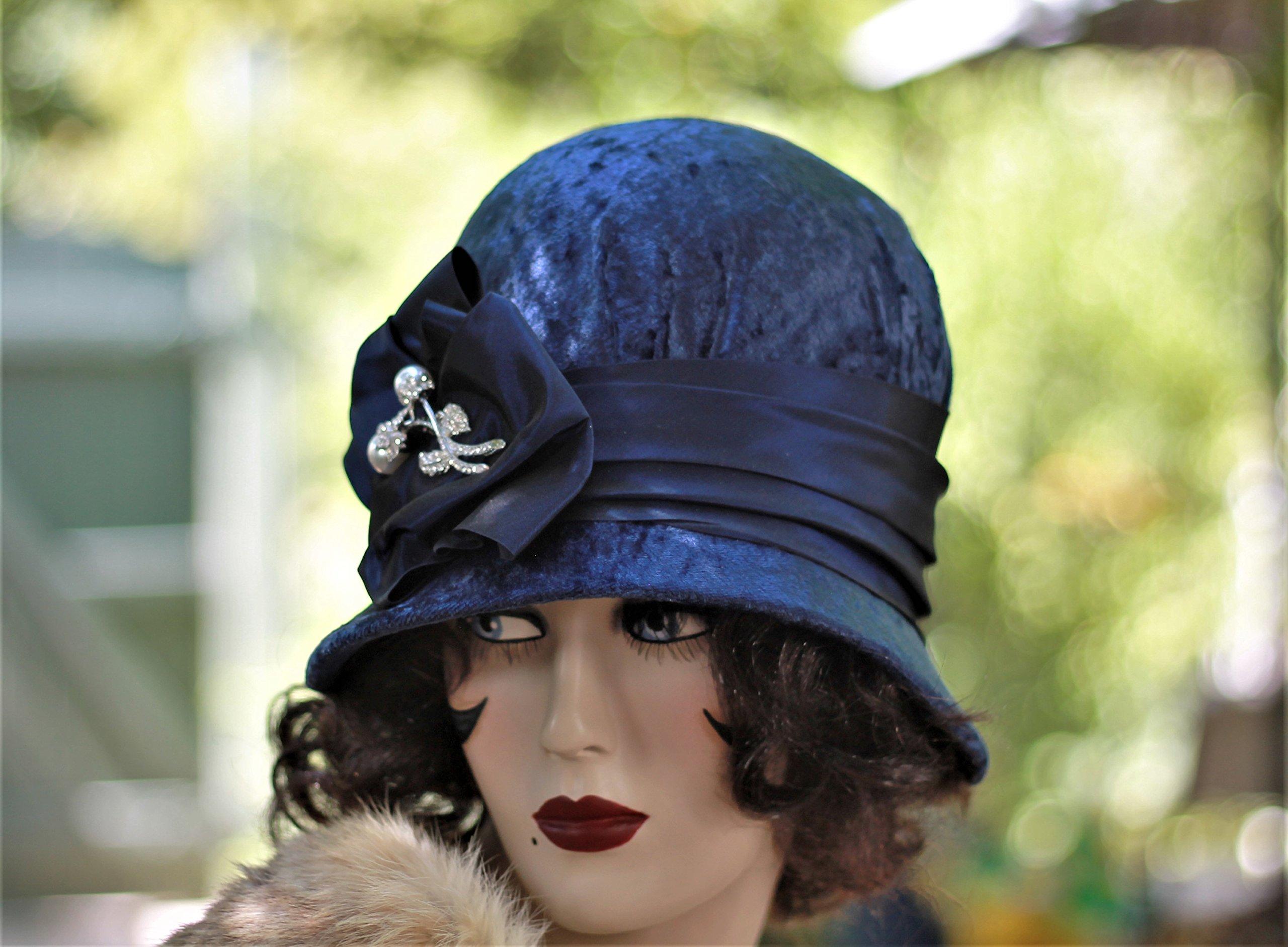 1920s Handmade Cloche Hat in Velvet Fall Winter