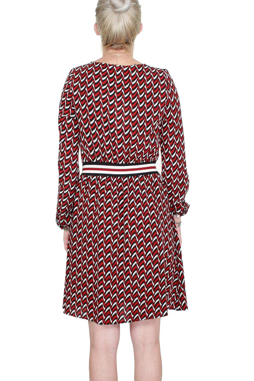 4a8083c28ecb0 Kocca Abito Hiram Variante F0008 Colore Fantasia Geometrica Rosso e Nero  Autunno-Inverno 2018 19  Amazon.it  Abbigliamento