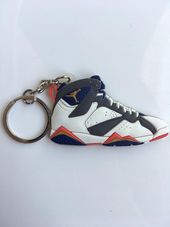Amazon.com: Llavero de zapatillas olímpicas Retro 7 de la ...